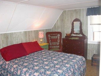 Bedroom in Red Cottage with twin bed