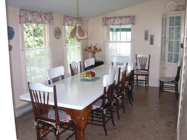 Formal table with seating for 8-10 people