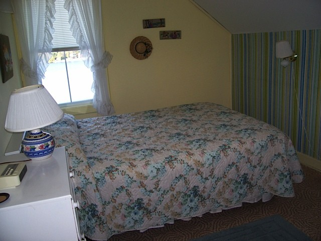 White Cottage bedroom with queen size bed